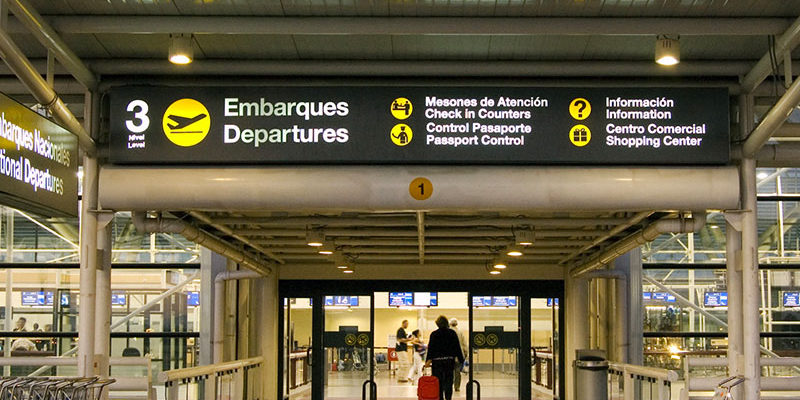 Cancelan y modifican vuelos de este lunes — Aeropuerto de Santiago